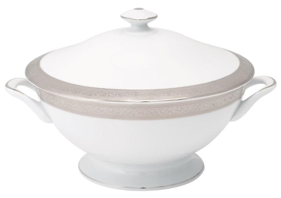 Philippe Deshoulieres Trianon platinum footed soup tureen